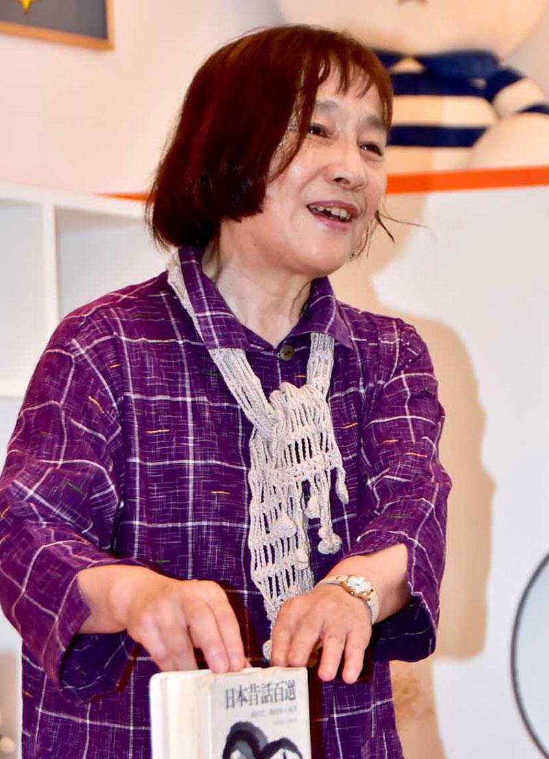 ふるさと釜石復興の願いを重ねて「賢治童話」を語る宮園智子さん