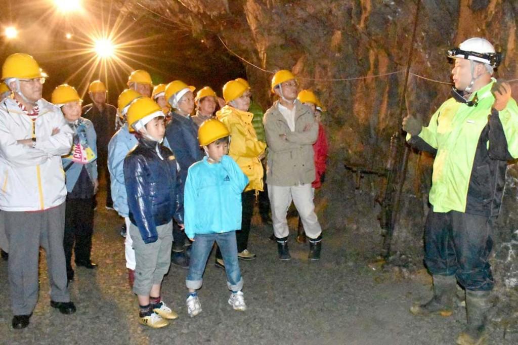 釜石鉱山の坑道で採掘現場も見学