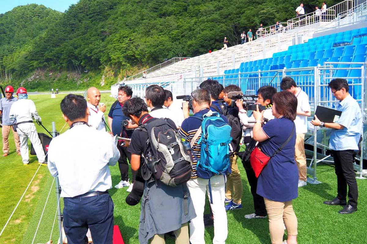 県内外から報道陣が集まり、関心の高さを示した