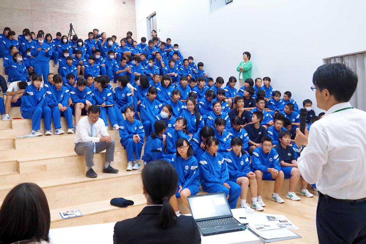 先輩たちの助言を受け、防災学習への意識を高める釜石東中生