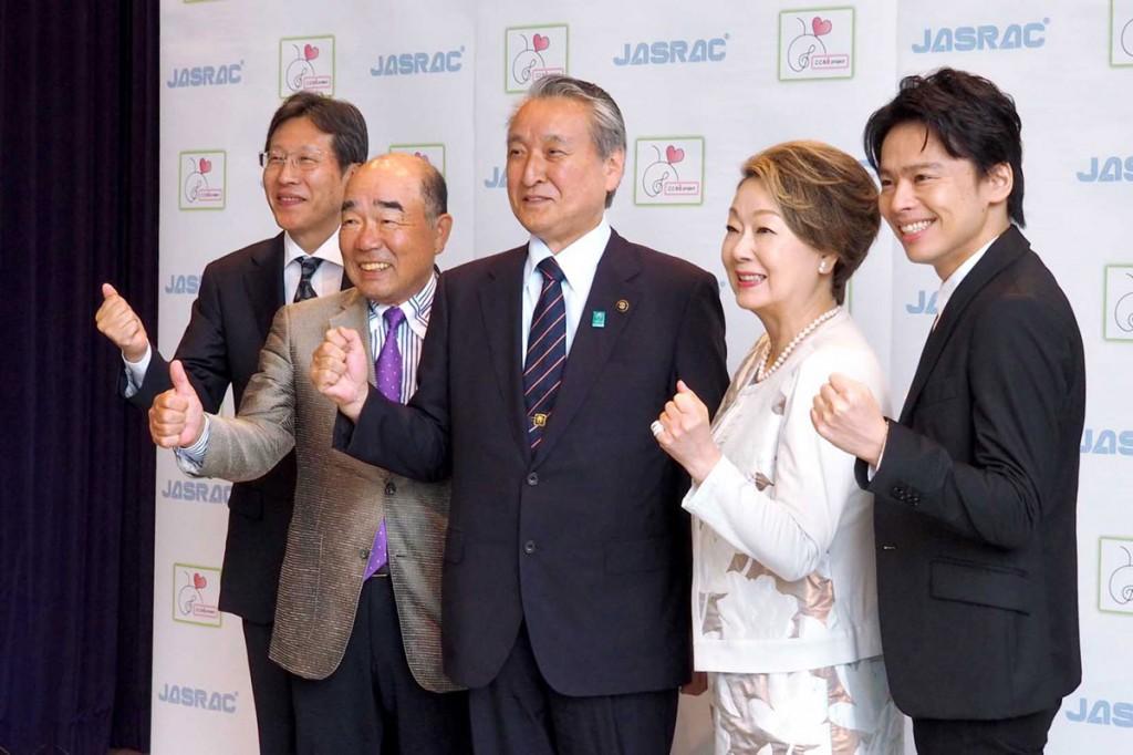 釜石から始まるコンサートに意欲を見せる由紀さん(右から2人目)、中川さん(右)ら