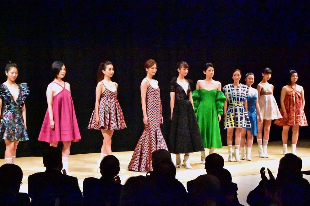 釜石初のファッションショー、市民モデル 美を競演〜「コバリオン」指輪で発信、コステロさんW杯での再訪に意欲