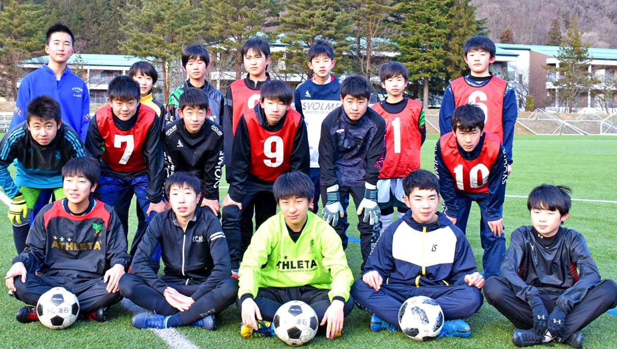 菊池さんのJ2入りを喜ぶFC釜石U-15選手