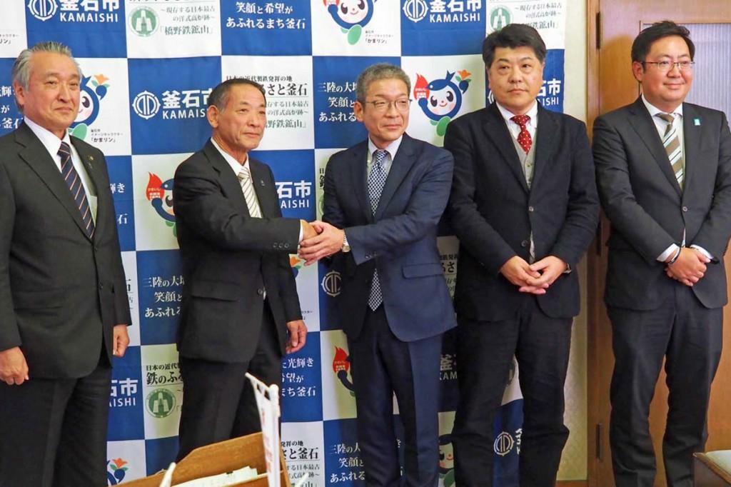 インバウンドに向けた取り組みを進める県タクシー協会釜石支部と楽天の関係者
