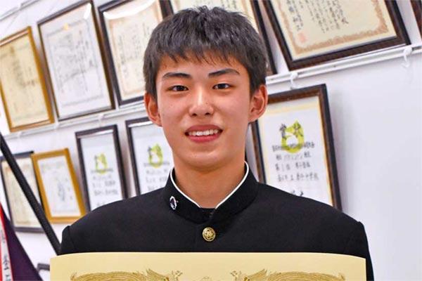 NHK全国短歌大会のジュニア・中学生の部で大賞を受けた唐丹中2年の上野君