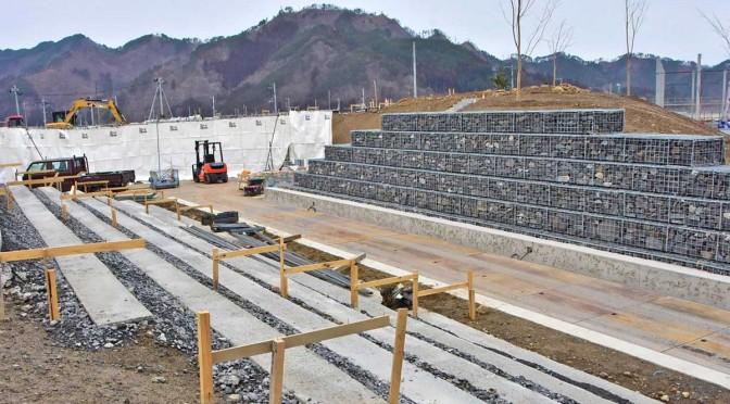 3月11日のオープンに向けて仕上げの工事が進む「祈りのパーク」
