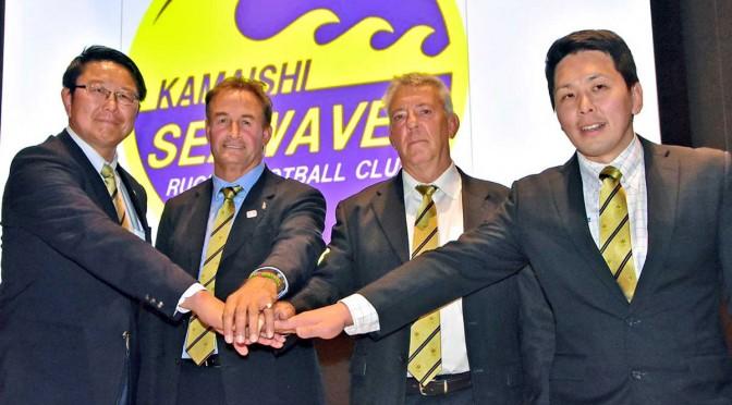 チームの立て直しを誓う(左から)桜庭吉彦GM、スコット・ピアースHC、キース・デイビスコーチ、佐伯悠コーチ