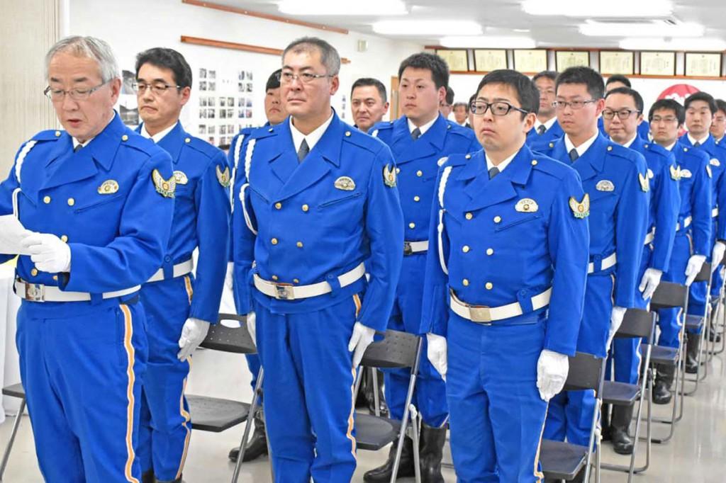 佐藤釜石分駐隊長は隊員と共に安全への決意を表明