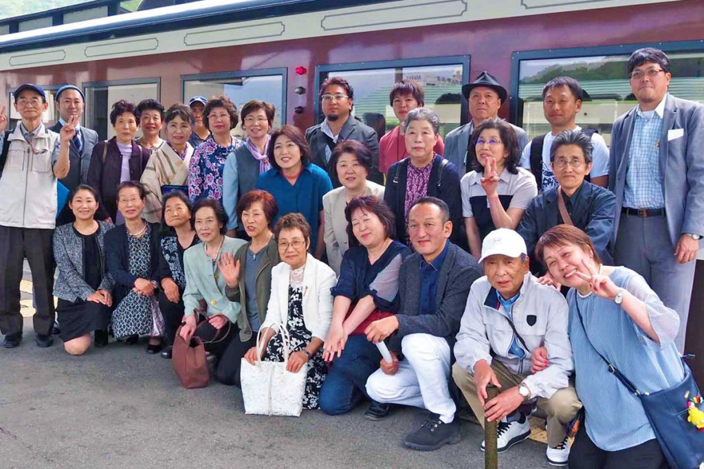 三鉄の列車内で開かれた県理容組合釜石支部の総会