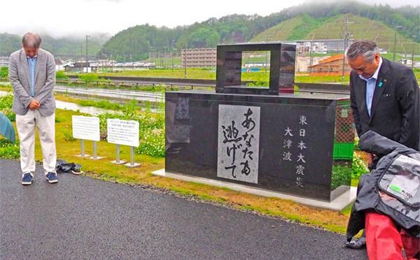 震災祈念碑に「あなたも逃げて」〜釜石鵜住居復興スタジアム、ワールドカップ観戦客に教訓伝える