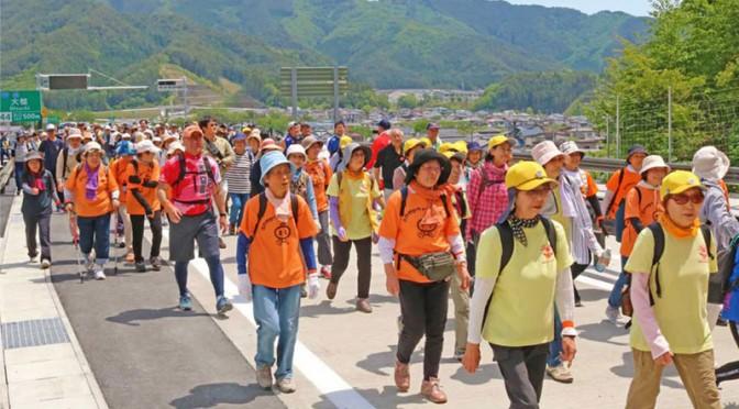 釜石山田道路全線開通へ〜記念のウォーキング、400人が参加