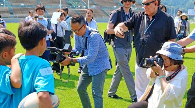 「復興五輪」へ 世界に発信、被災地ツアーで釜石スタジアムへ〜欧米 アジアの10カ国メディアが参加