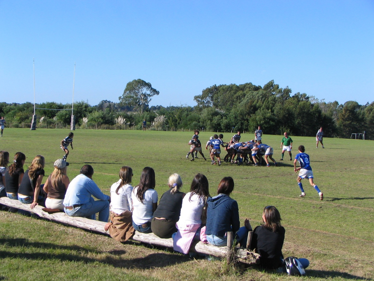 日本代表のランチのあと、日曜の午後、クラブのグラウンドでは子供たちの試合が行われている。