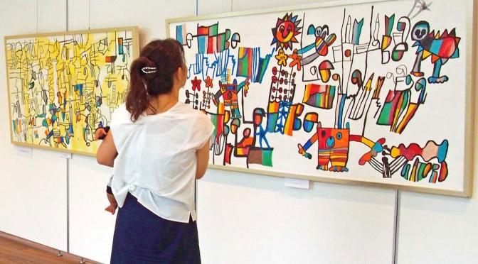 色彩豊かな作品が並ぶ小林覚さんの作品展