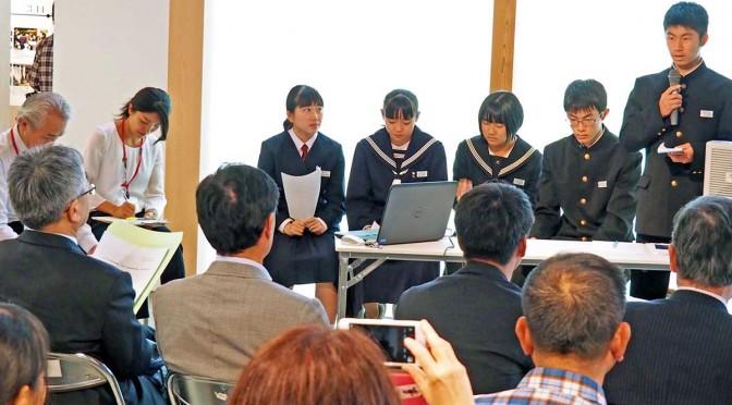 太平洋津波博物館を訪問した感想を発表する生徒たち