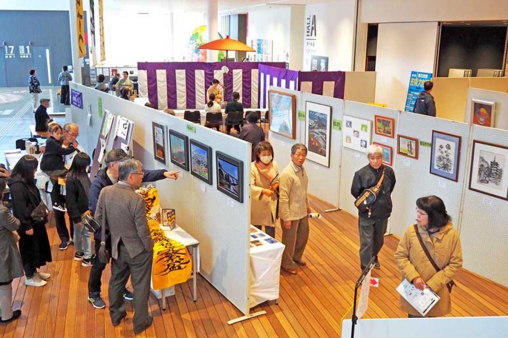 多様な表現活動に取り組む市民らの個性豊かな作品を紹介する芸術文化祭