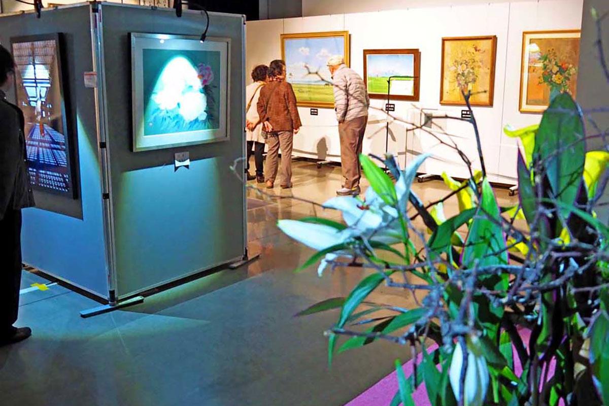 光の演出を活用した美術館風に仕立てた特別展示コーナー