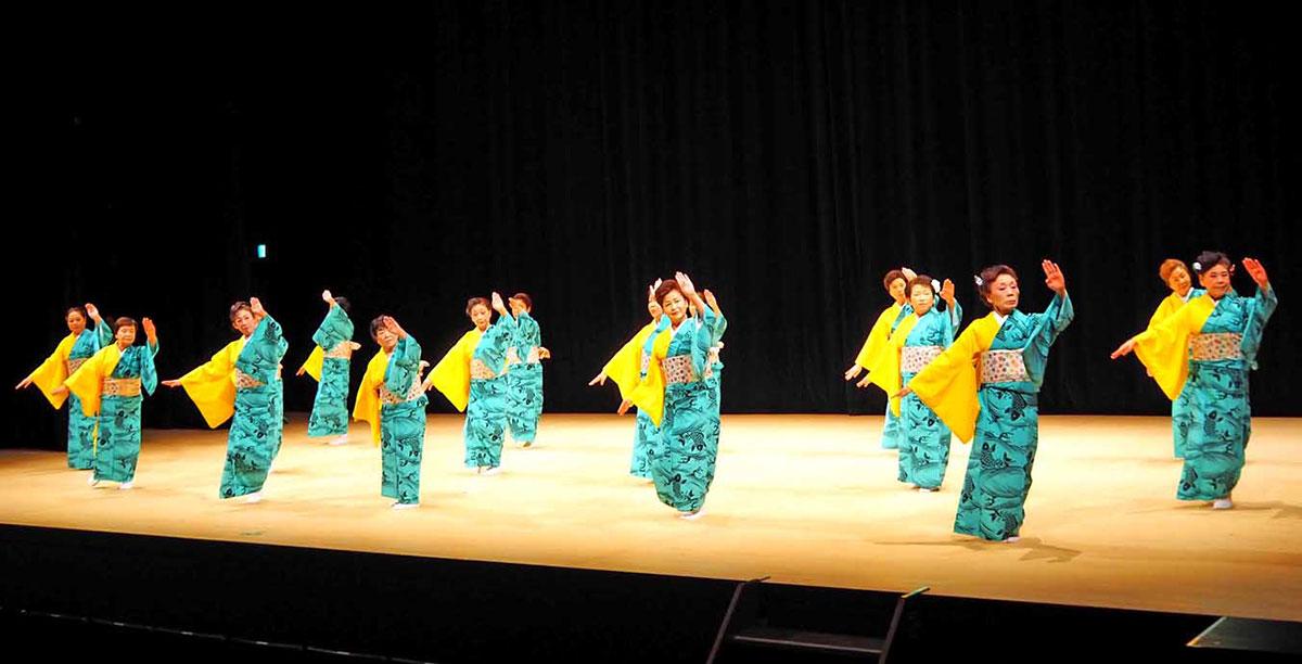 会場と一体で楽しんだ釜石芸能連合会の「釜石小唄」