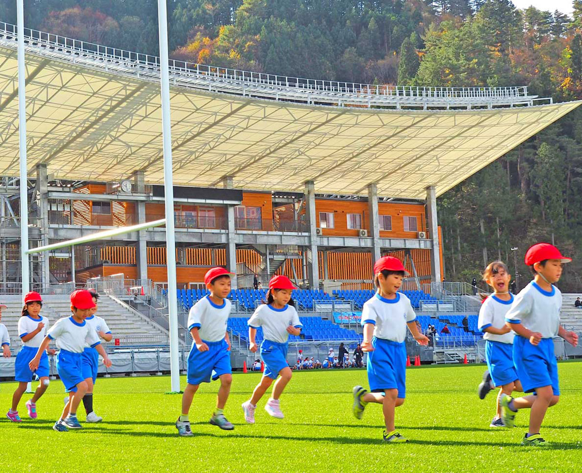 釜石鵜住居復興スタジアムで開かれた鵜小のマラソン大会