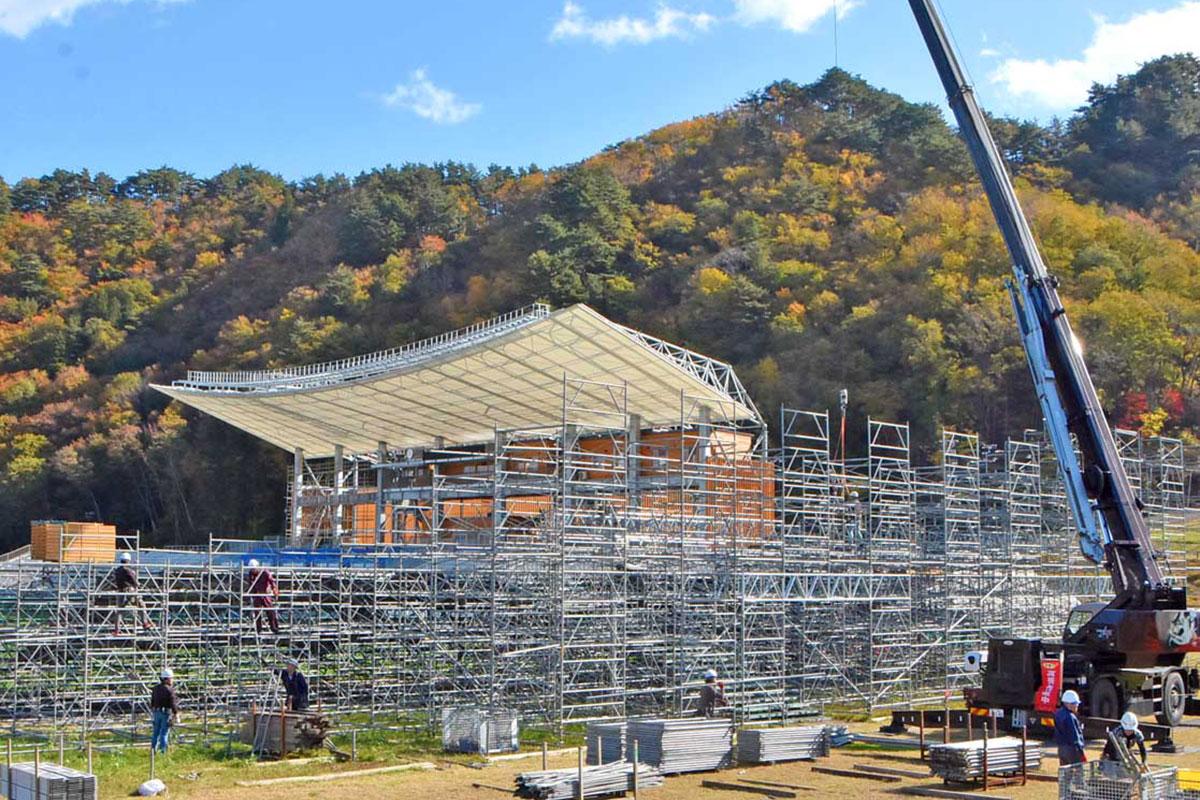 仮設スタンドの撤去が進む釜石鵜住居復興スタジアム=6日