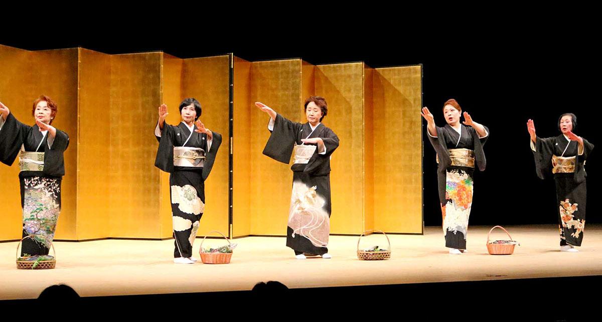 藤間さんらの思いを継ぎ釜石浜唄を踊る「瓦田会」
