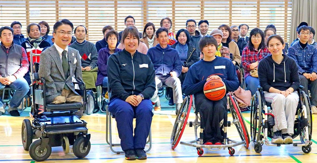 トークを繰り広げた乙武洋匡さん、斎藤由希子さん、萩野真世さん、村田奈々さん(左から)