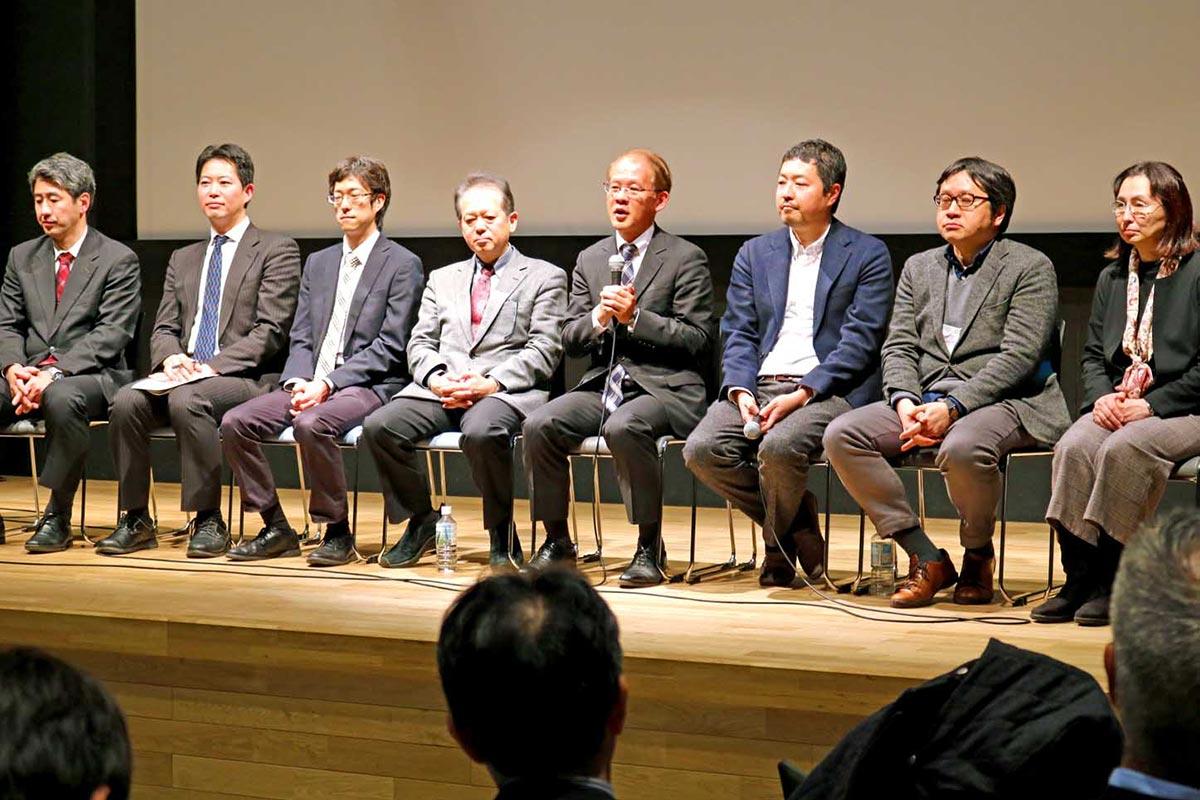 釜石での調査研究について話すプロジェクトの参加者