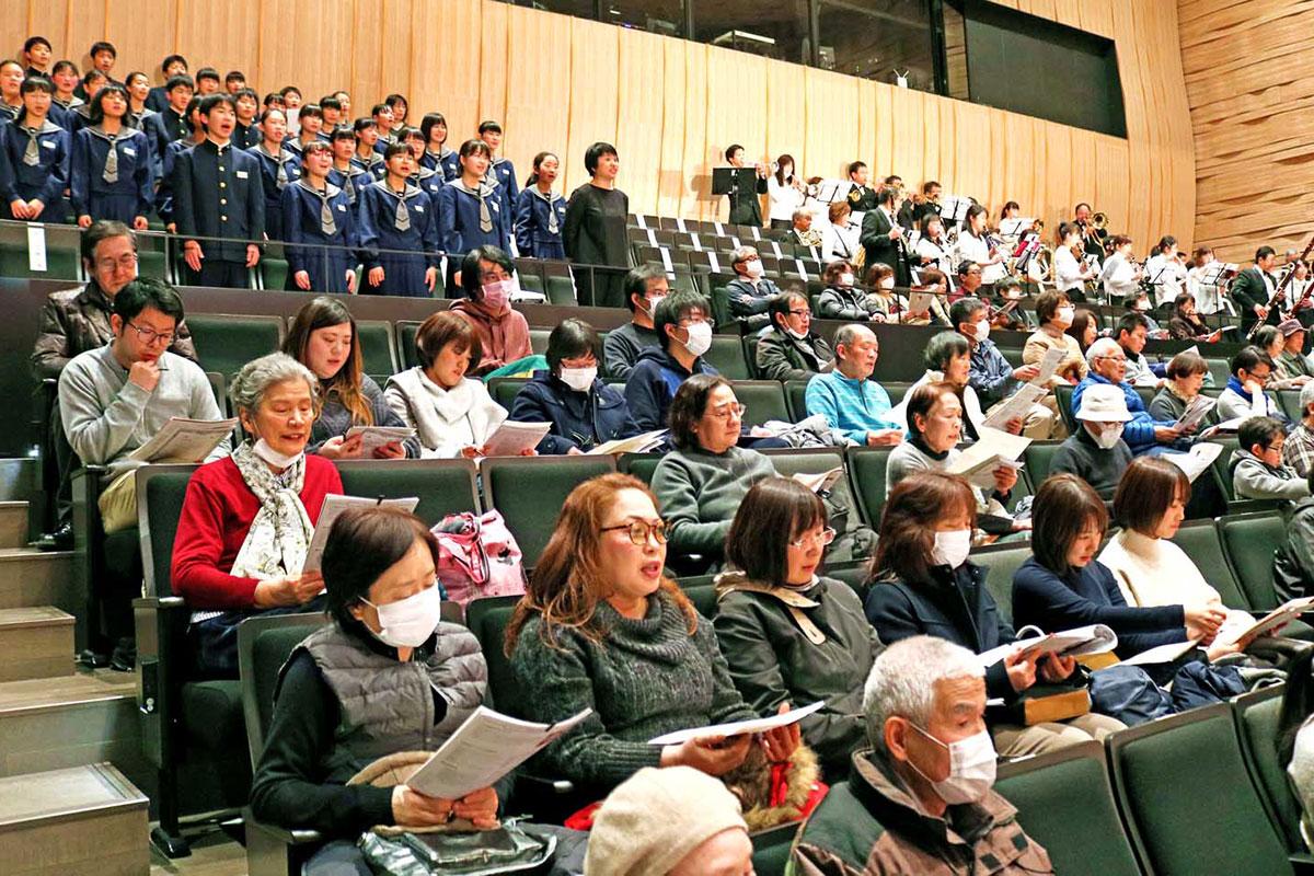 フィナーレの「花は咲く」では、観客も歌声を重ね音楽の素晴らしさを共有