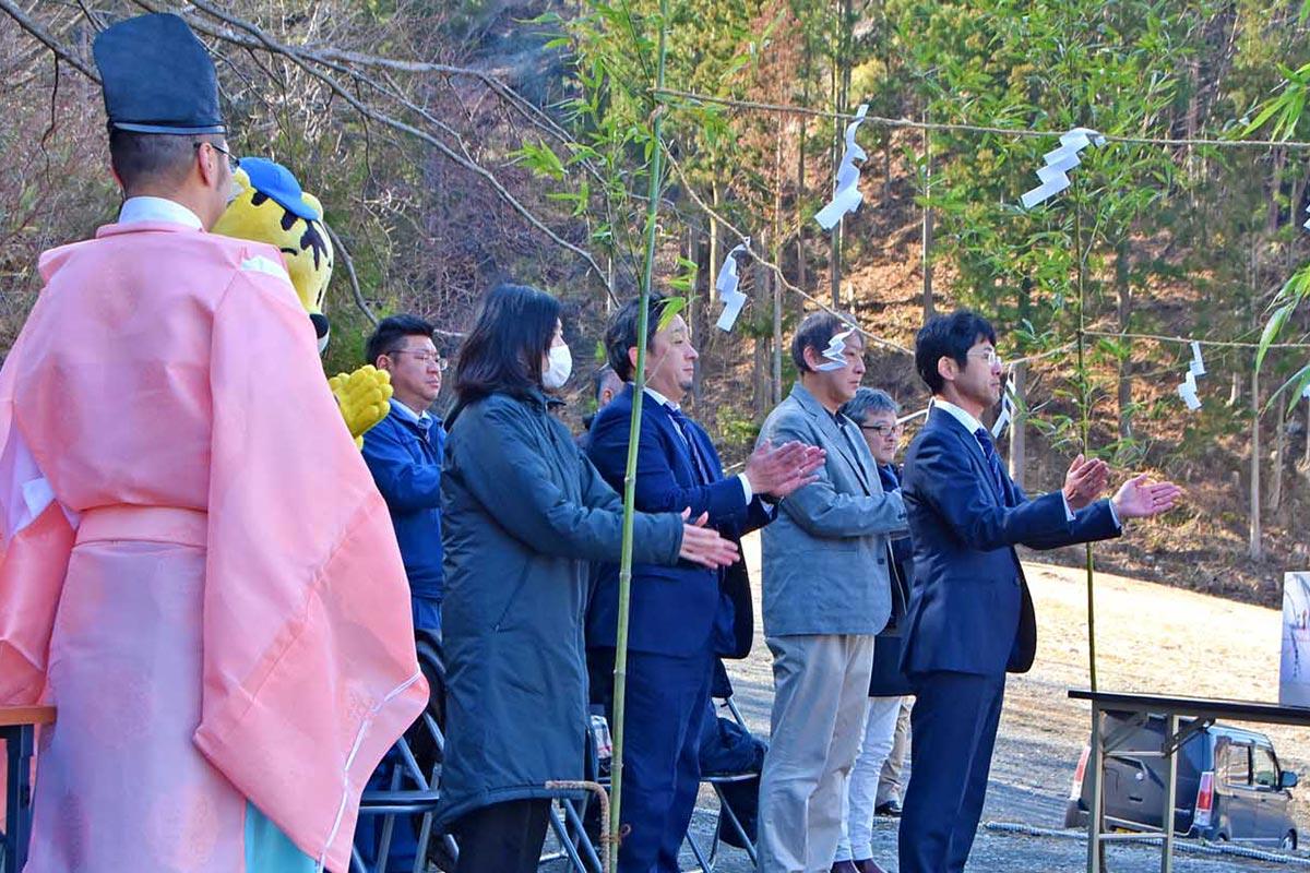 「ラグビー神社を聖地に」と期待を込める建立する会のメンバー