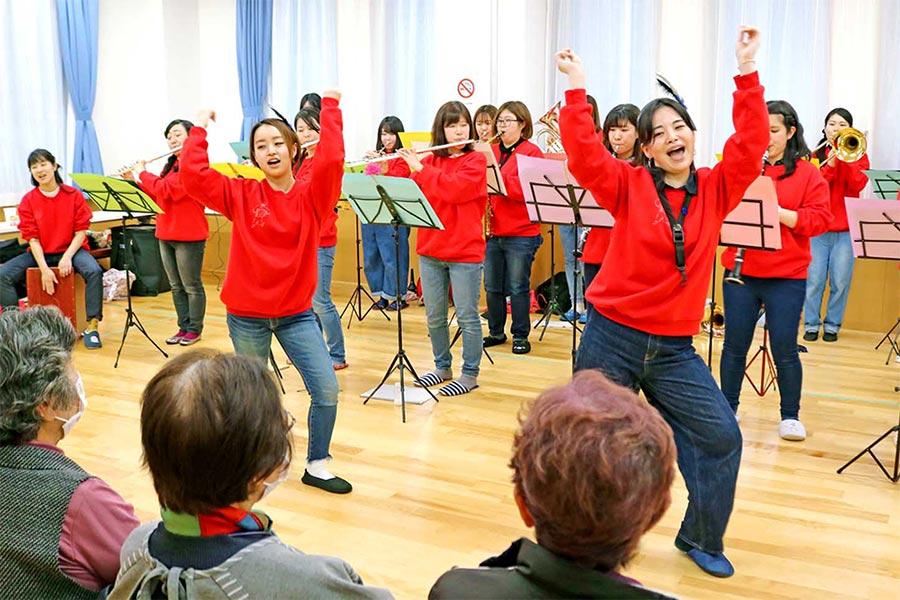 被災地励ます音楽交流、ダンスを楽しく 心通わせる〜コミュニティー再形成の一助に、千葉県の吹奏楽愛好者ら