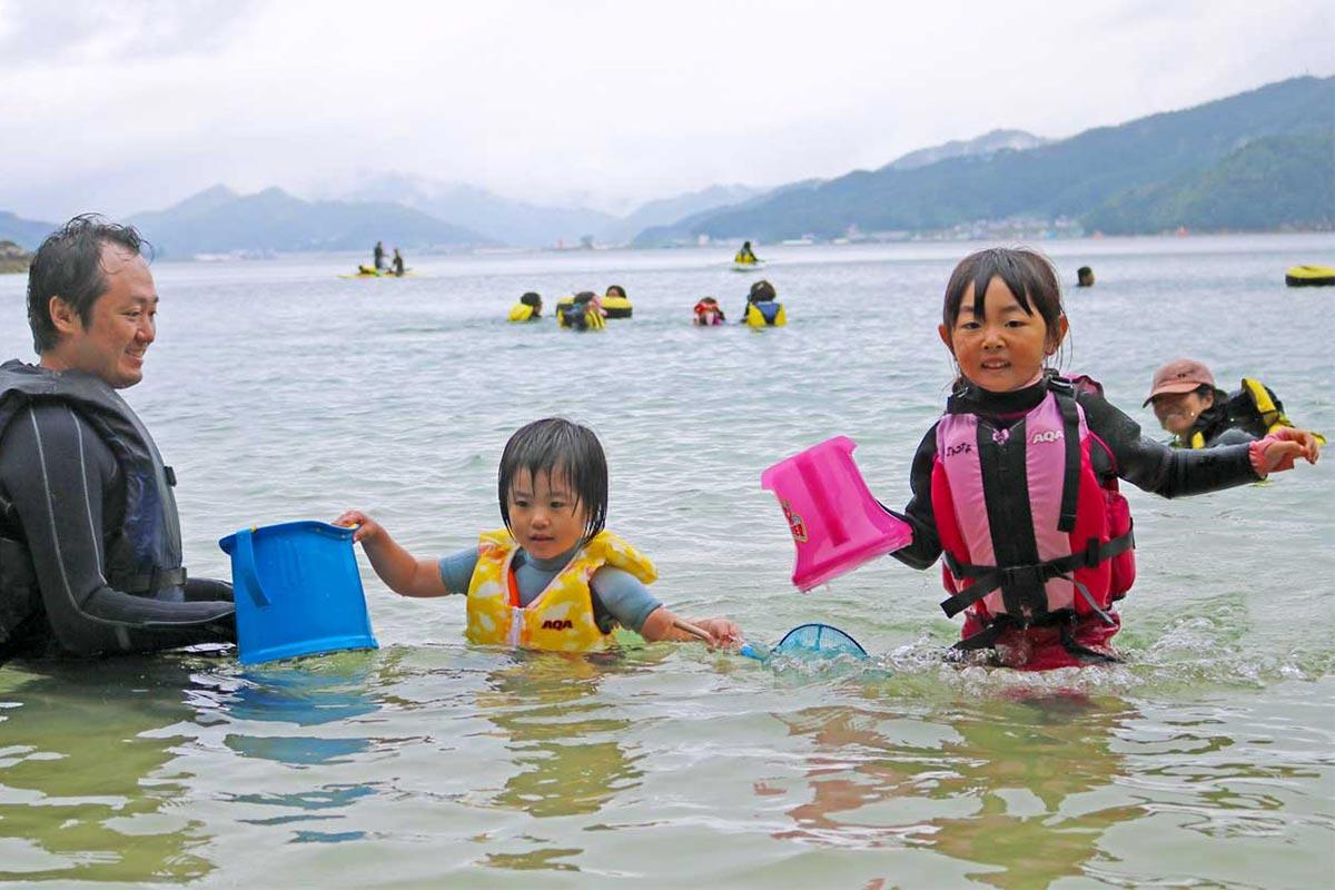 海での遊びは幾通りも!参加者は夏の海辺で最高の一日を楽しんだ