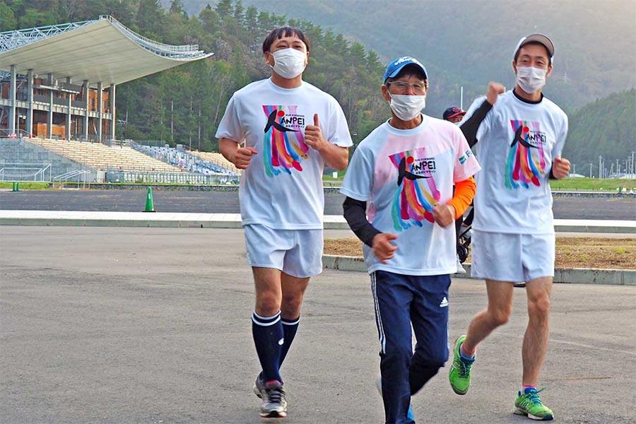"""間寛平さん「前進前心」みちのくマラソン、""""うのスタ""""から復興発信"""