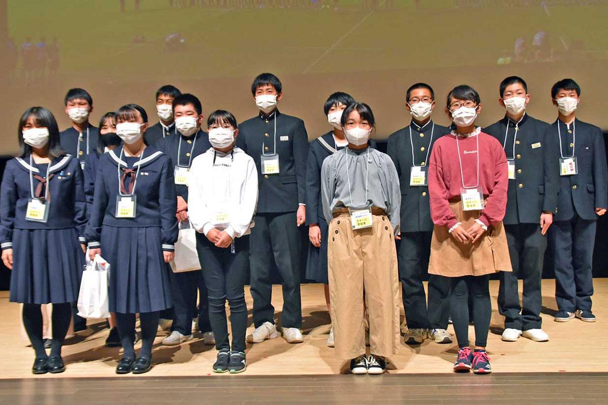 W杯釜石開催の成果を報告した小中学生や高校生