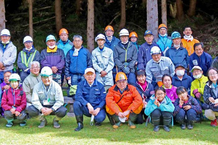 世界遺産の森を守ろう、「橋野鉄鉱山」周辺で育樹〜高炉に木炭供給の時代に思いはせ、一般市民も作業に汗流す