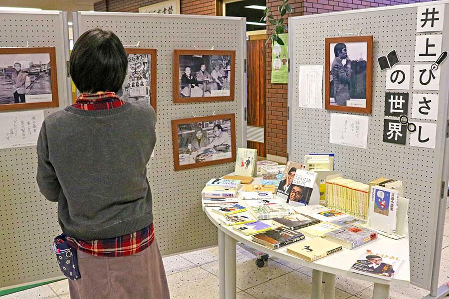 「井上ひさしの世界」一堂に、釜石との関わり幅広く紹介〜原点は「ふかいことをおもしろく」、釜石市立図書館 著作93冊を展示