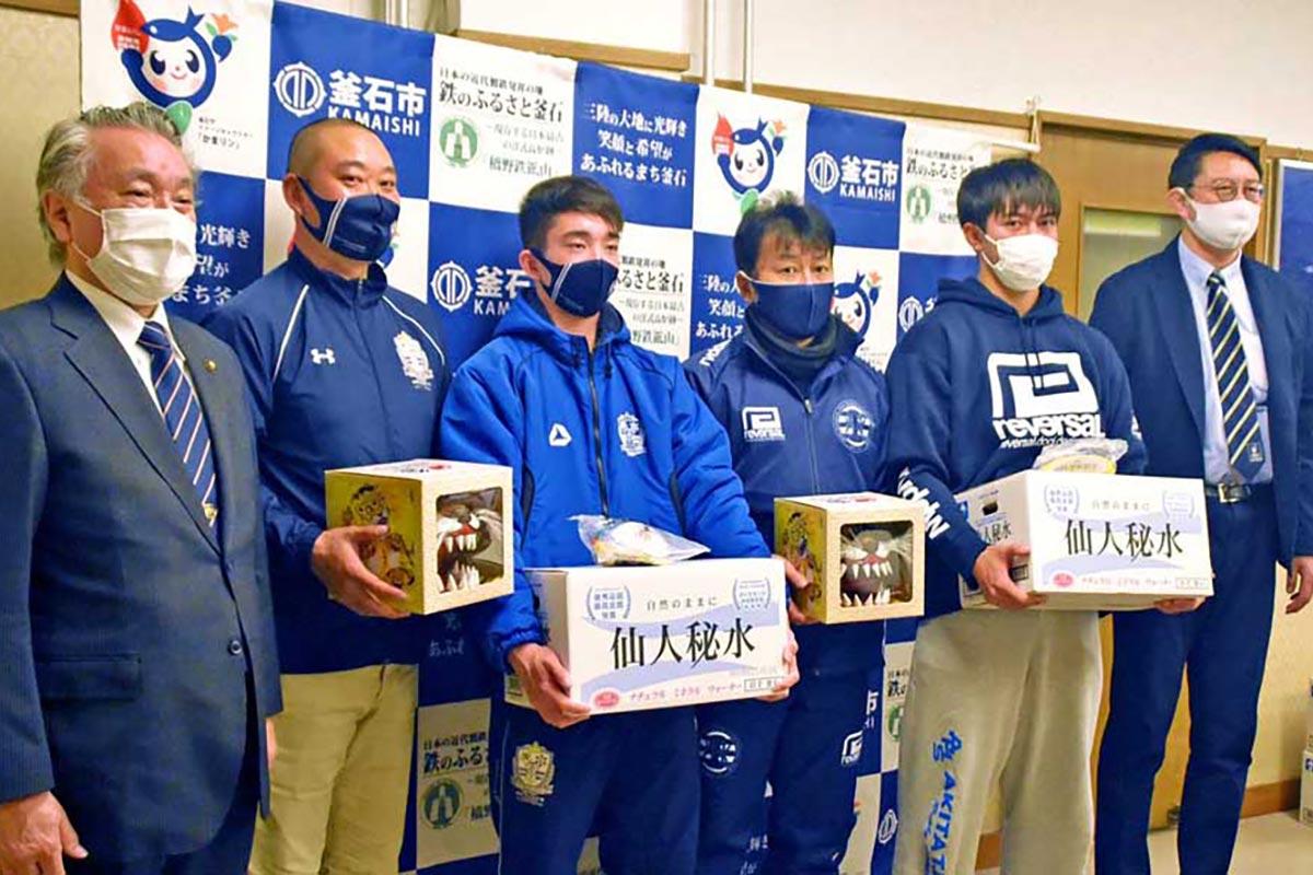 野田市長を表敬訪問した盛岡工、秋田工の監督や主将ら