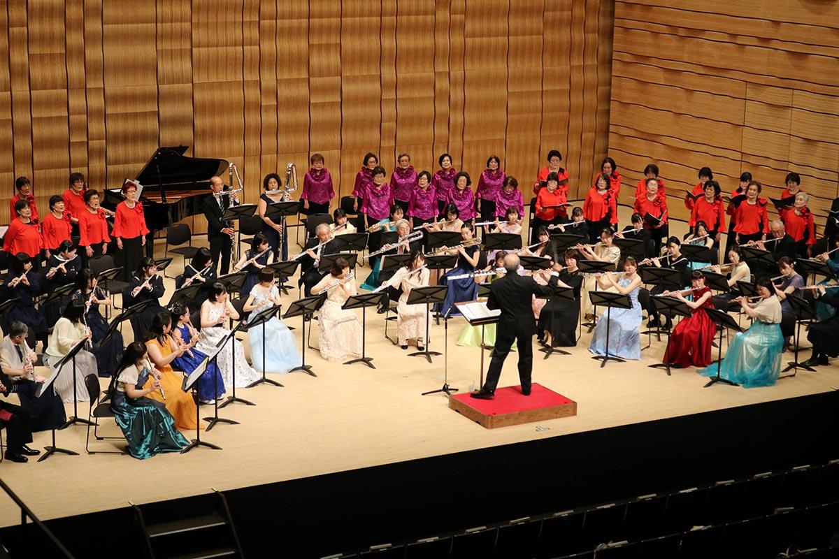フィナーレの「ふるさと」の演奏では観客も歌を口ずさんだ