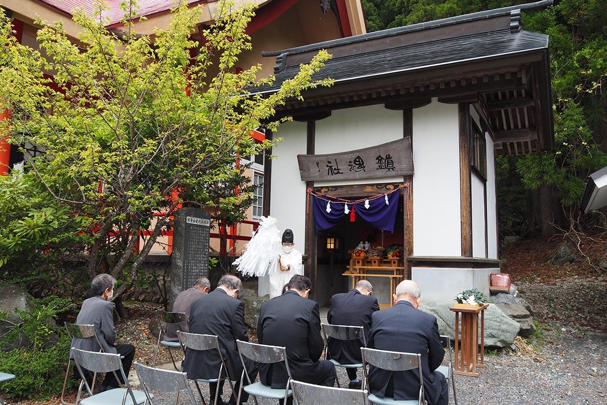 戦没者を慰霊した尾崎神社の鎮魂社例大祭