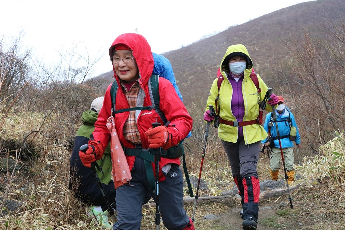 神事の後、さっそく山頂を目指す釜石の山岳グループ