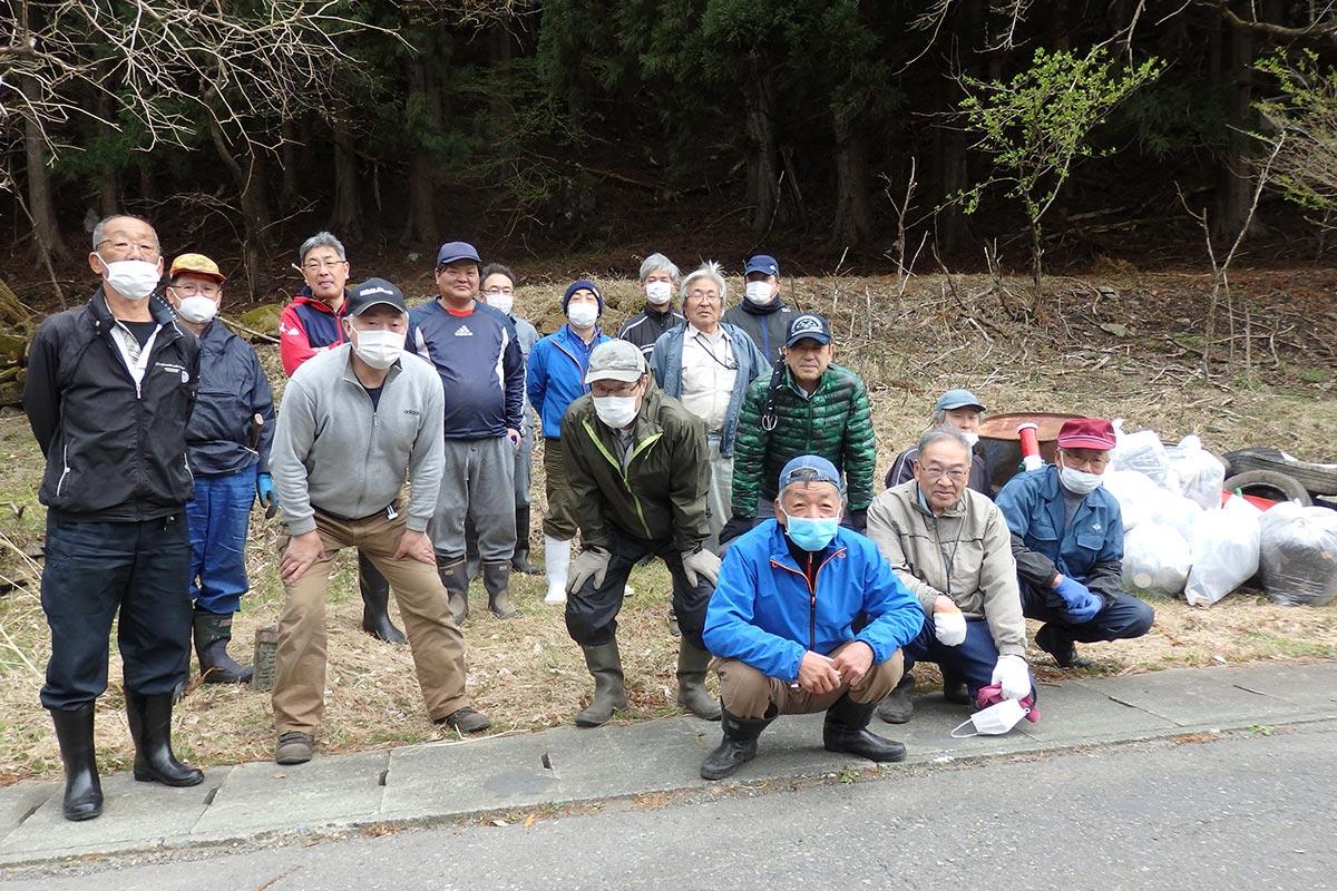 県道清掃に取り組んだ橋野町の住民ら(写真提供:橋野町振興協議会)