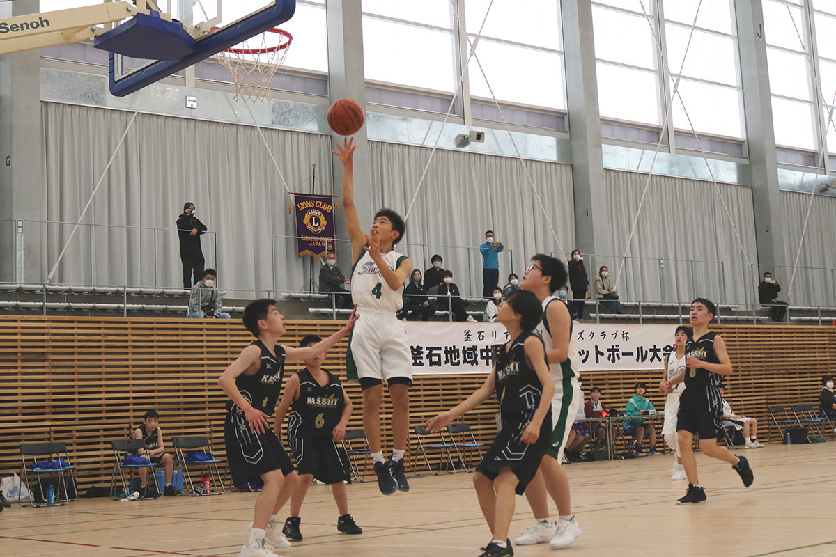 輝き増す〝優勝杯〟獲得へ中学生が熱戦~釜石リアスLC杯バスケ第30回大会