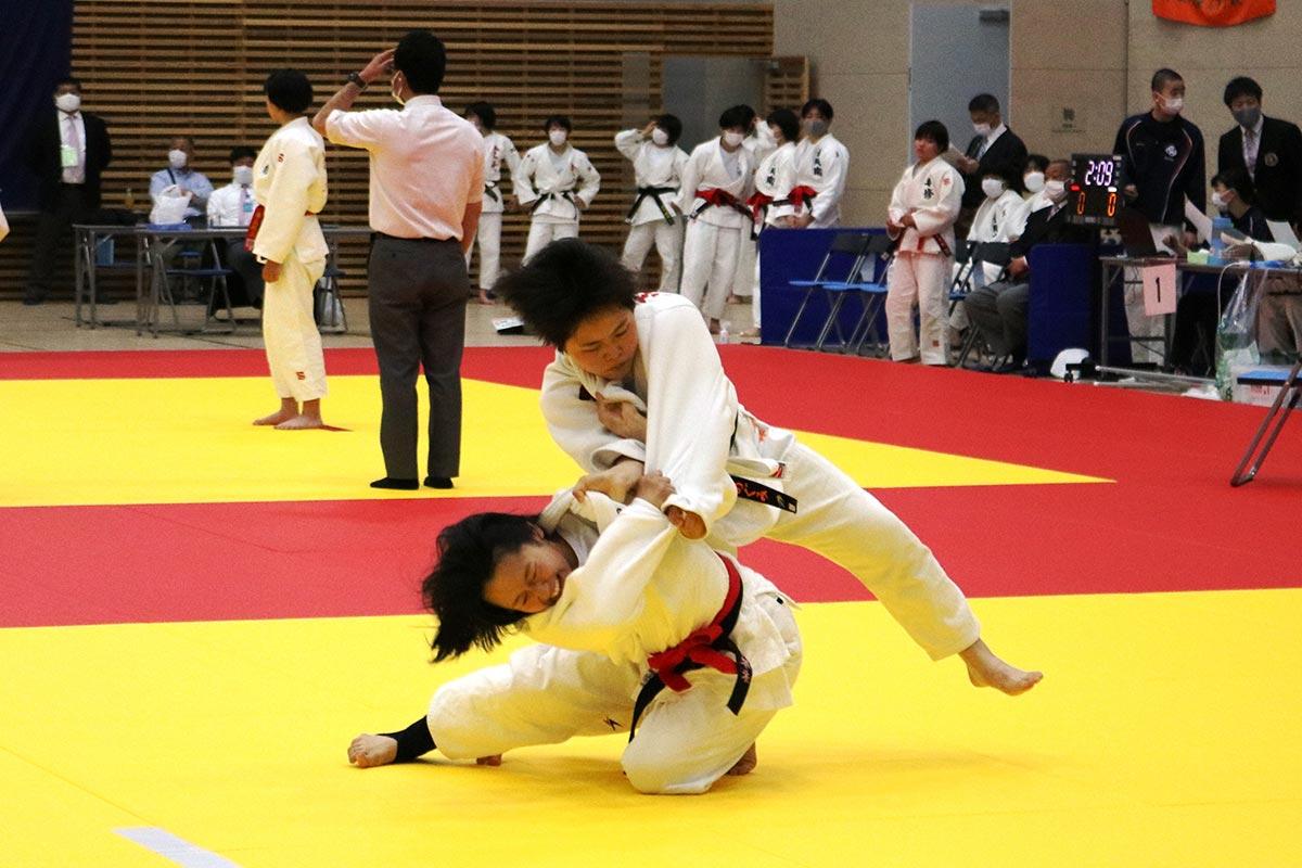 大会は女子団体試合からスタート。これまで培った技と力で勝利への執念を燃やす