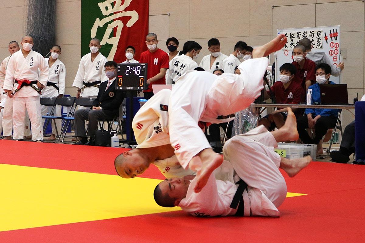 5人で戦う男子の団体試合。一人一人が持てる力を発揮し、チーム一丸となって優勝を目指す