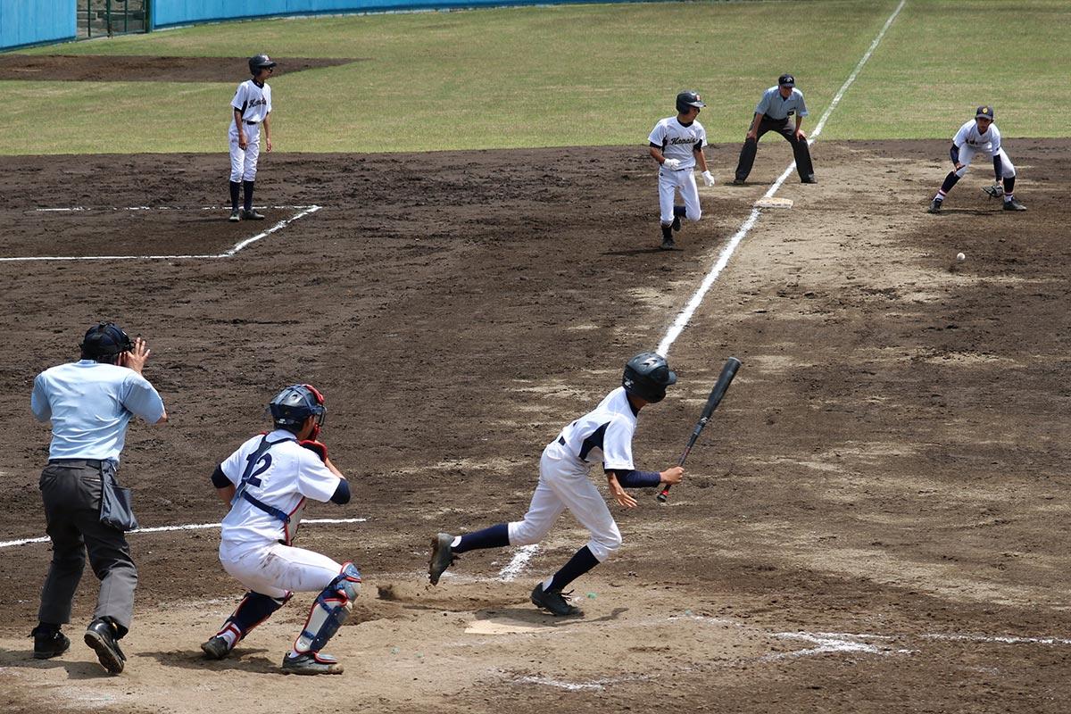 軟式野球の準決勝、釜石―大平・唐丹の試合=20日、平田運動公園野球場