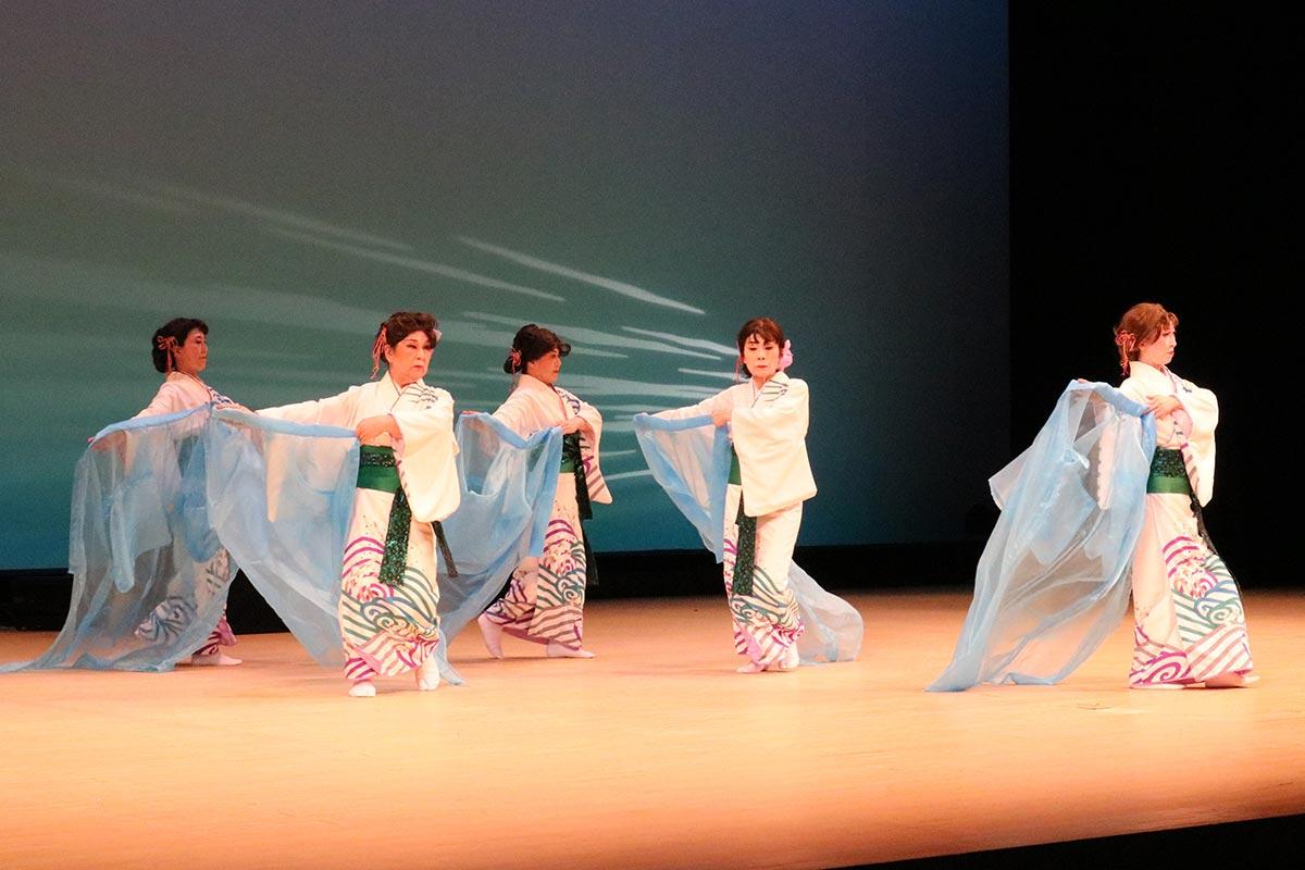 柳家細川流舞踊師範らによる舞「漁火挽歌」