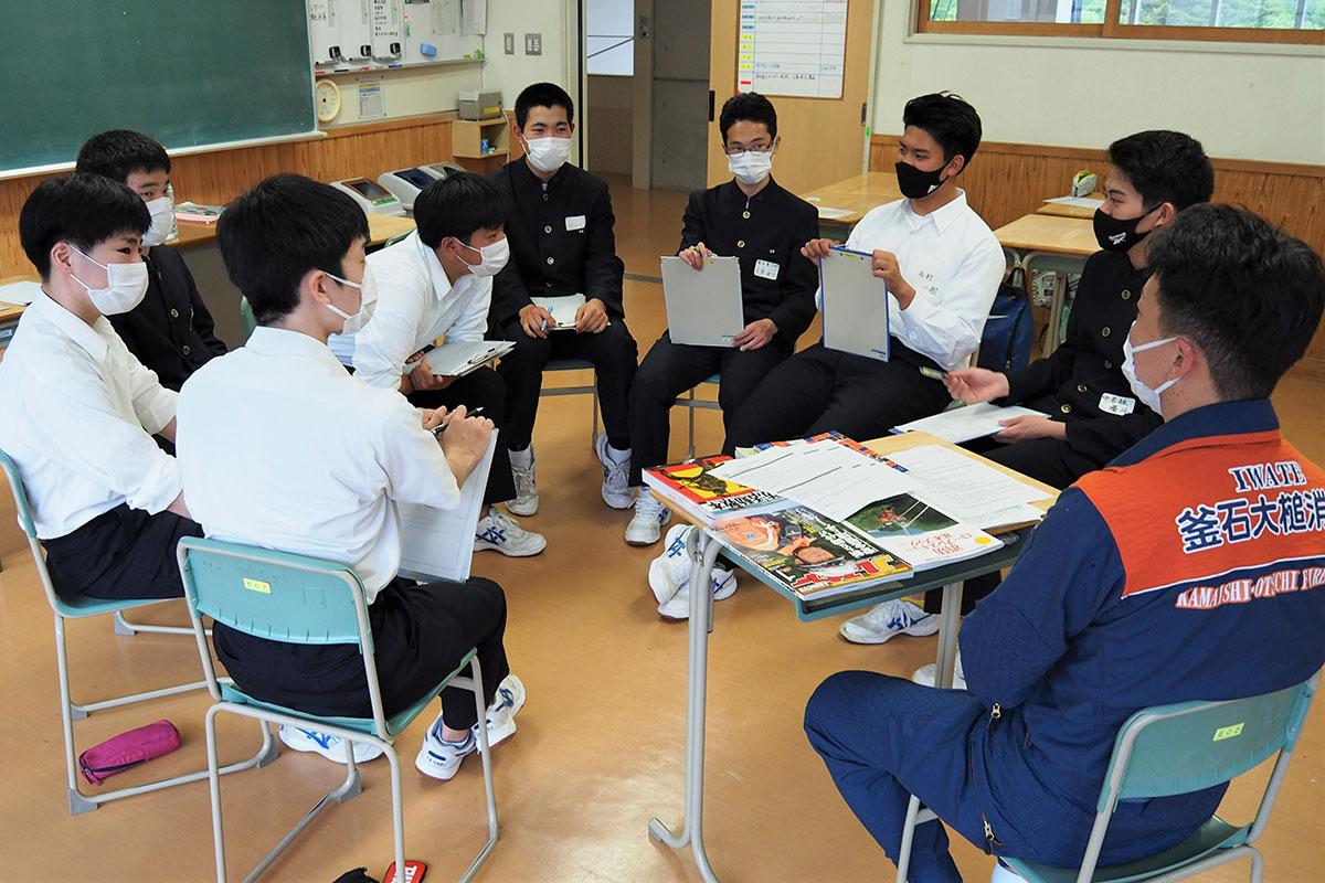 先輩社会人から生き方や仕事に対する思いを聞いて職業観を広げた釜石商工生
