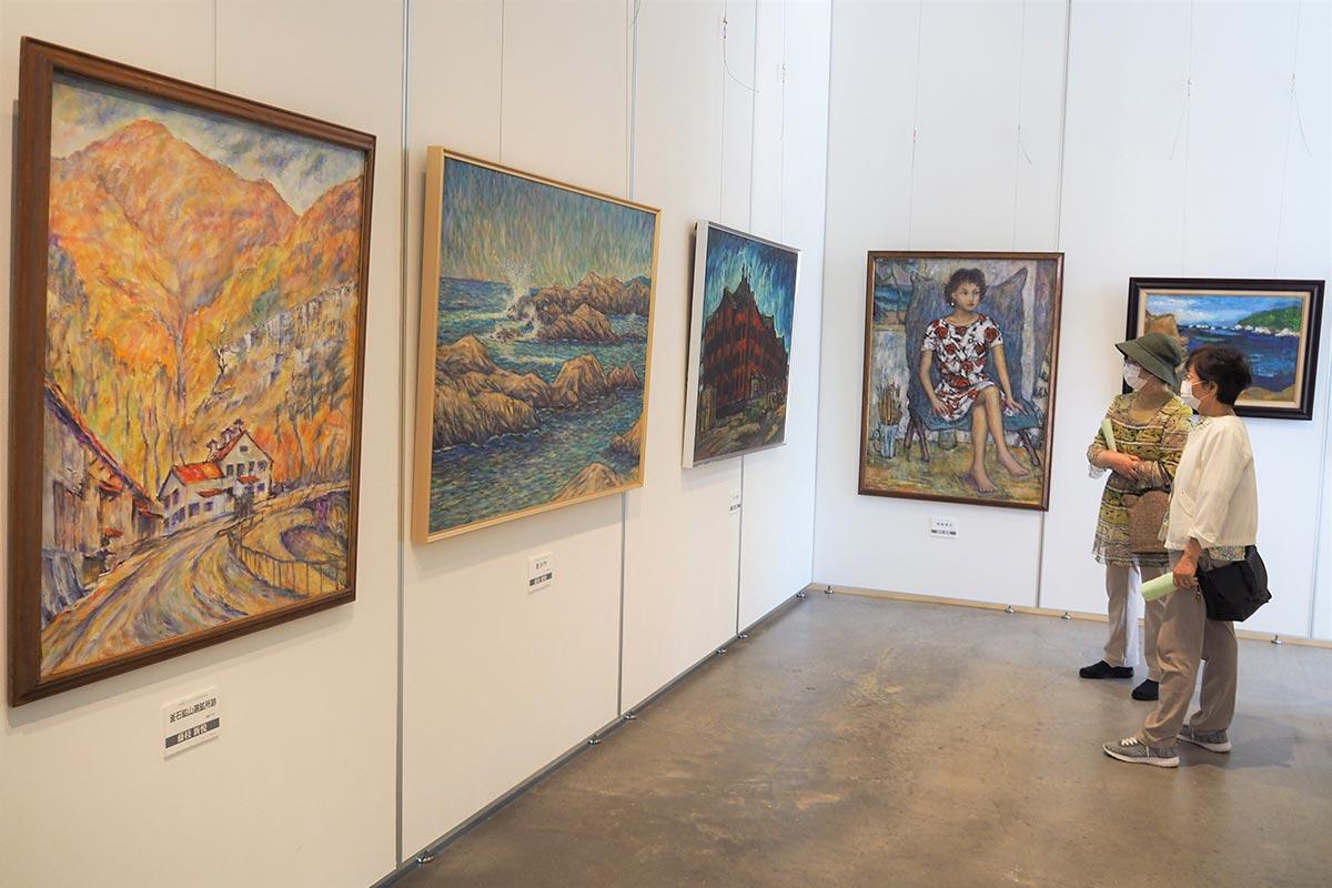 個性豊かな作品が並ぶ「サムディ45」の55回記念展