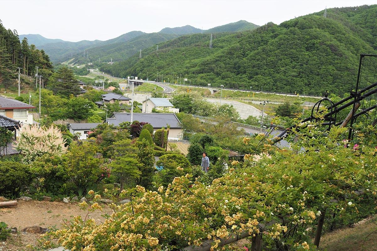 釜石自動車道を望む高台にある「陽子の庭」は開放感も抜群