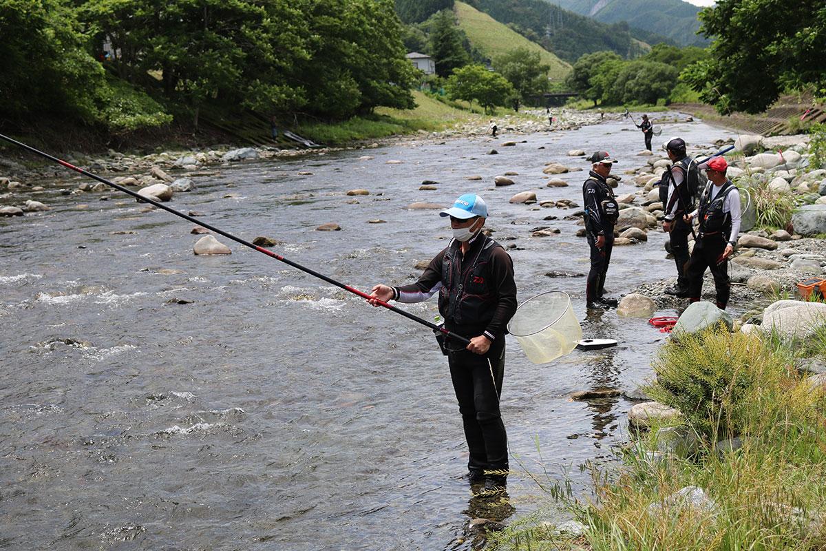 今シーズンのアユ釣りが解禁された甲子川
