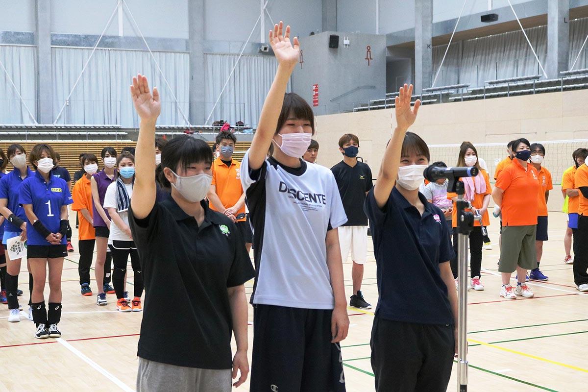 開会式では釜石市「愚零海」の女子選手が選手宣誓